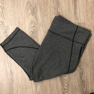 Athleta Salutation Capri, heather Gray, 1X EUC